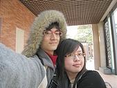 2009.1.24@忠義國小:偷穿我的外套變成愛斯基摩人啦XD