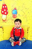 寶貝寫真:怕獨照的弟仔(一歲10個月)