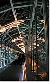 京都車站、京都塔、拉麵小路:拉麵小路旁的空中走廊