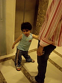 ◤天使:泰國/Nusa Playa /電梯前小男孩