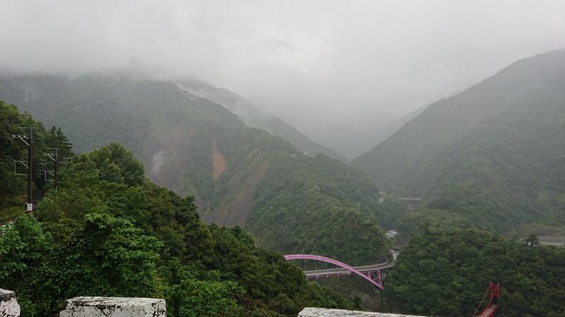 1060701象山移訓之北橫之旅:0701粉紫色巴陵大橋DSC_0197_調整大小 .JPG